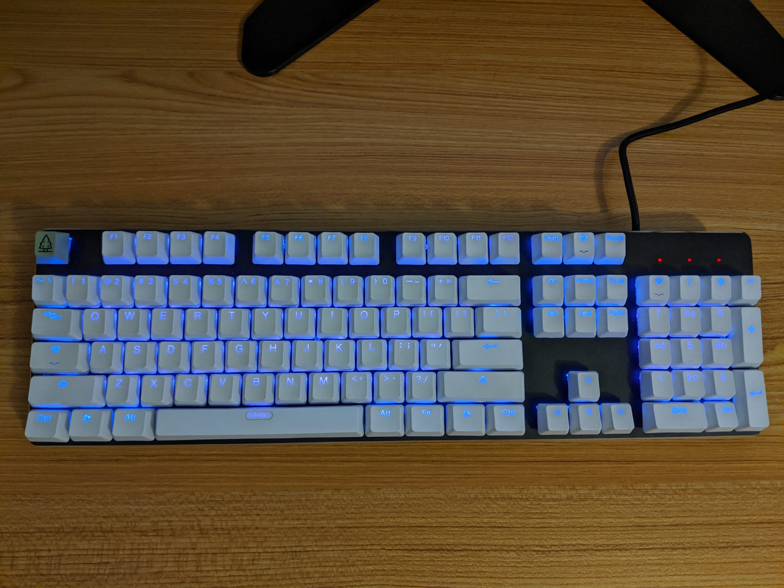 A GMMK with PBT white keycaps.